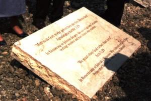 Gedenkstein an die Opfergruppe der Zeugen Jehovas