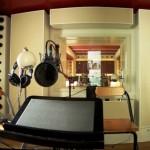 Kleiner Studioraum mit Blick zum Regieraum